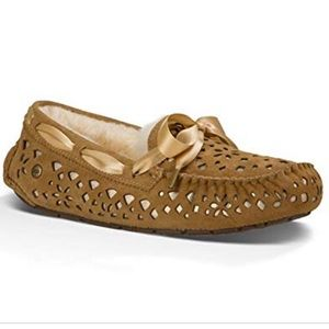NIB UGG DAKOTA SUNSHINE PERFORATED CHESTNUT 9